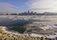 De Donau bij wintertijd in Boedapest Royalty-vrije Stock Foto's