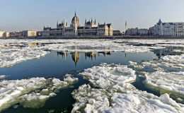 De Donau bij wintertijd in Boedapest Royalty-vrije Stock Foto