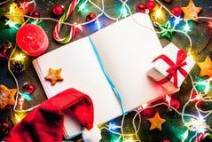 De donkerblauwe achtergrond van Kerstmis Stock Afbeeldingen