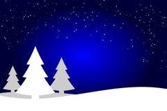 De donkerblauwe en witte achtergrond van het Kerstbomenlandschap, net bossilhouet vector illustratie