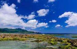De Donkerblauwe Hemel en het Overzees Stock Fotografie