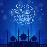 De donkerblauwe illustratie van Ramadan Kareem Stock Fotografie