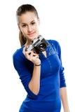 De donkerbruine camera van de holdingsfoto Royalty-vrije Stock Afbeelding