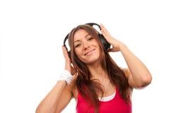 De donkerbruine en vrouw die van de geschiktheid luistert geniet van Stock Afbeelding