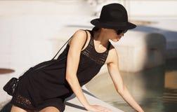 De donkerbruine schoonheid van de de zomermanier in openlucht Royalty-vrije Stock Fotografie