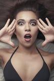 De donkerbruine vrouw met perfect maakt omhoog Royalty-vrije Stock Foto's