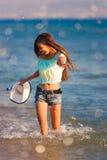 De donkerbruine vrouw stelt overzees in werking Royalty-vrije Stock Fotografie