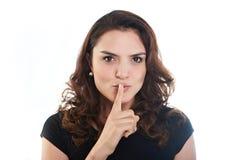 De donkerbruine vrouw toont stilteteken Stock Fotografie