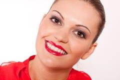 De donkerbruine vrouw van Beautfiul met rode lippen en glimlach Royalty-vrije Stock Afbeelding