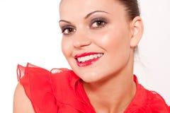 De donkerbruine vrouw van Beautfiul met rode lippen en glimlach Stock Fotografie