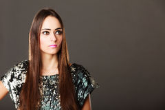 De donkerbruine vrouw van de manier in elegante kleding Royalty-vrije Stock Fotografie