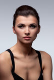 De donkerbruine vrouw van de manier. Make-up. Kapsel. Royalty-vrije Stock Afbeelding