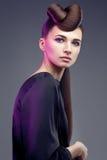 De donkerbruine vrouw van de manier. Make-up. Kapsel. Royalty-vrije Stock Afbeeldingen