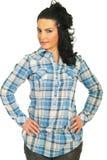De donkerbruine vrouw van de schoonheid in koel overhemd Stock Afbeelding