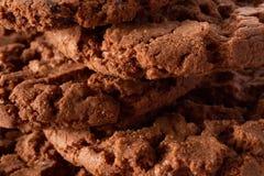 De donkere achtergrond van chocoladekoekjes Royalty-vrije Stock Foto