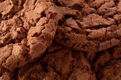 De donkere achtergrond van chocoladekoekjes Royalty-vrije Stock Foto's
