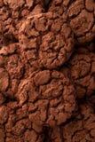 De donkere achtergrond van chocoladekoekjes Stock Fotografie