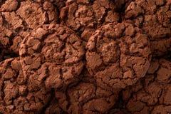 De donkere achtergrond van chocoladekoekjes Stock Afbeelding