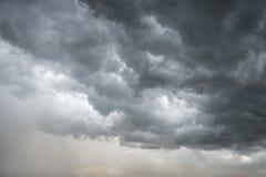 De donkere Achtergrond van Wolken Royalty-vrije Stock Foto's