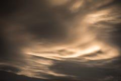 De donkere Achtergrond van Wolken Dramatisch proces Stock Afbeeldingen
