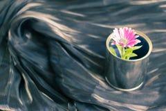 De donkere artistieke achtergrond van de stoffentextuur/Artistieke stof textur Royalty-vrije Stock Foto's