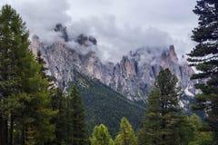 De donkere bergen van het dagdolomiet Royalty-vrije Stock Afbeelding