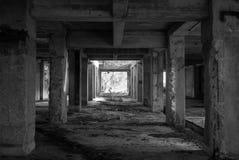 de donkere bouw Stock Foto's