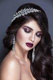 De donkere bruid van het de vrouwenportret van de haarschoonheid kijkt Royalty-vrije Stock Foto's