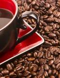 De donkere Bruine Geroosterde van het de Bonenvoedsel van Koffiezaden Kop van het de Drankingrediënt Royalty-vrije Stock Afbeeldingen