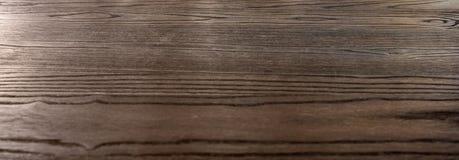 De donkere bruine houten gestreepte raad van de textuurplank Royalty-vrije Stock Afbeeldingen