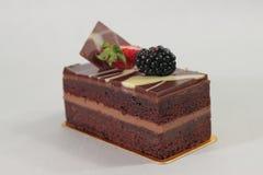 De donkere cake van de chocoladeaardbei Stock Fotografie