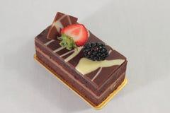 De donkere cake van de chocoladeaardbei Stock Afbeelding