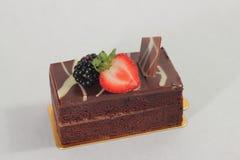 De donkere cake van de chocoladeaardbei Stock Foto