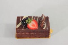 De donkere cake van de chocoladeaardbei Royalty-vrije Stock Afbeeldingen