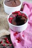 De donkere Chocolade en koffie zachte cake van de centrummodder Stock Foto's