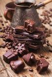 De donkere chocolade is met de hand gemaakt met koffie Royalty-vrije Stock Foto's