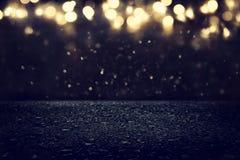 de donkere concentraat of asfaltvloer met donkere zwarte schittert achtergrond Royalty-vrije Stock Afbeeldingen