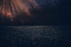 de donkere concentraat of asfaltvloer met donkere zwarte schittert achtergrond Stock Foto's