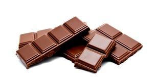 De donkere die melkchocola verspert stapel op een wit wordt geïsoleerd Royalty-vrije Stock Foto
