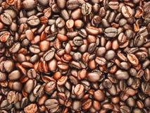 De donkere espresso geroosterde macromening van koffiebonen Royalty-vrije Stock Afbeelding