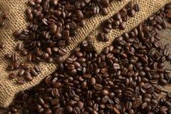 De donkere Geroosterde Bonen van de Koffie Royalty-vrije Stock Afbeelding