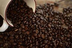 De donkere Geroosterde Bonen van de Koffie Royalty-vrije Stock Foto