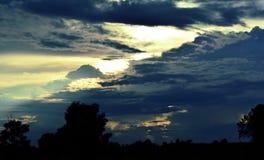 De donkere hemel in avond Royalty-vrije Stock Afbeeldingen