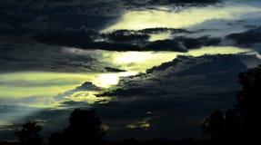 De donkere hemel in avond Stock Fotografie