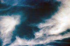 De donkere hemel zoals een onweer komt Royalty-vrije Stock Foto