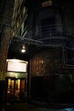 De donkere Ingang van de Stadssteeg bij Nacht Stock Foto