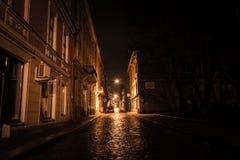 De donkere kant van de straat stock foto's