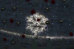 De donkere Kerstmisdecoratie heeft voorraadfoto bezwaar Stock Afbeeldingen