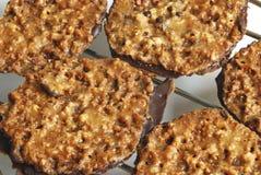 De donkere koekjes van de chocoladeamandel Stock Afbeeldingen