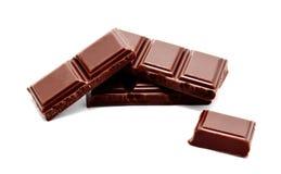 De donkere melkchocola verspert geïsoleerde stapel Royalty-vrije Stock Afbeelding